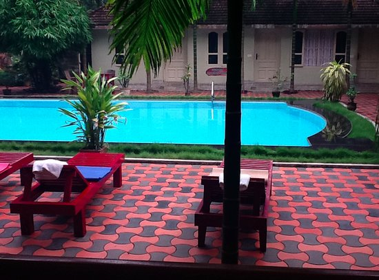 Ideal Ayurvedic Resort: The courtyard and pool