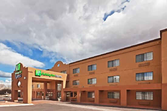 Holiday Inn Express: Exterior