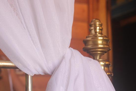 Alma Villa & Restaurant : Bed Detail.