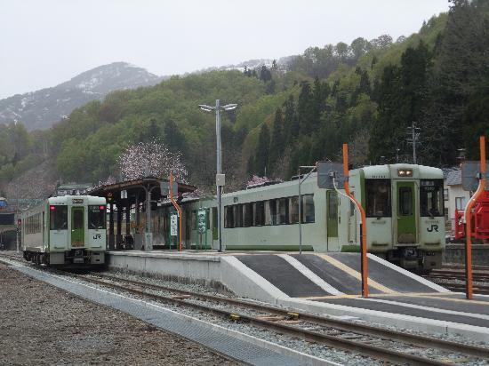 JR Iiyama Line: 森宮野原駅にて