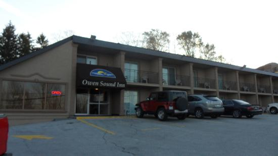 Owen Sound Inn: Outside