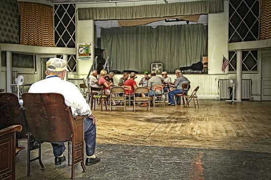 Fries New River RV Park: Jam Session in Town