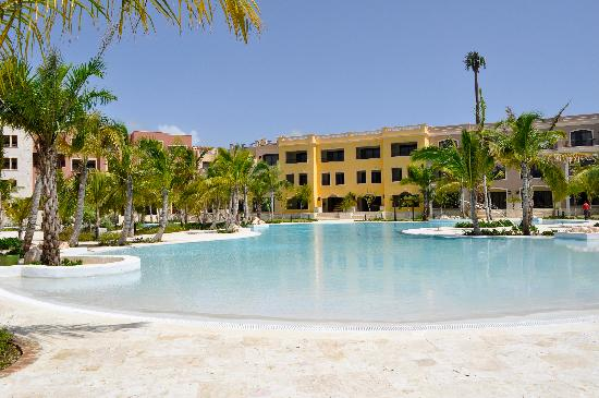 Fishing Lodge Cap Cana : A partial view of the very large swimming pool.