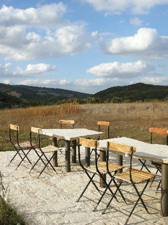 Agriturismo Pian di Meta Vecchia: i tavoli dove si mangia all'aperto