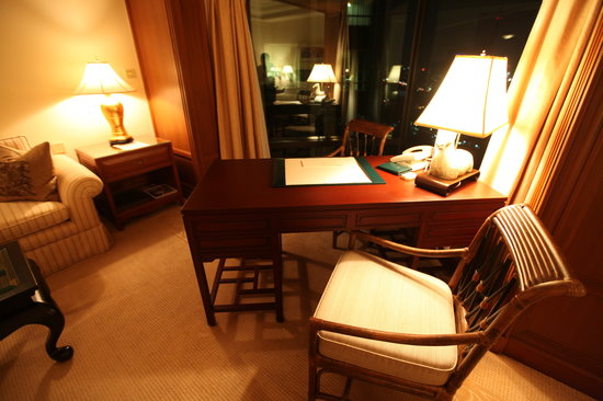 The Peninsula Bangkok: desk