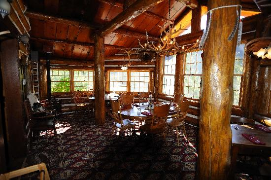 Elephant Head Lodge: Cozy Restaurant