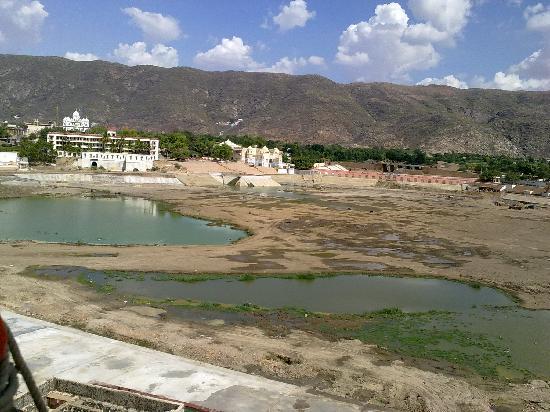 Pushkar Lake: The lake is dry...