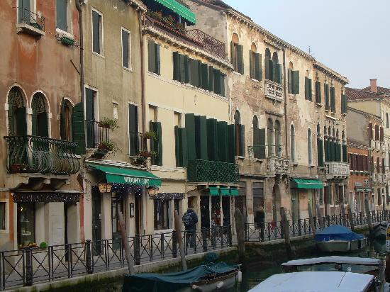 Hotel Locanda Salieri: Front with the Canal