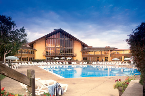 Cambridge, OH : Pool at Salt Fork Lodge