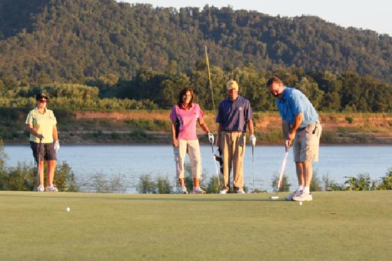 Shawnee Lodge and Conference Center: Shawnee State Park golf course