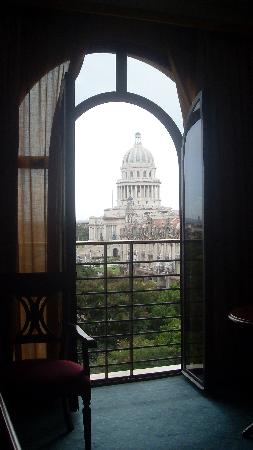 Iberostar Parque Central: View of El Capitolio from balcony