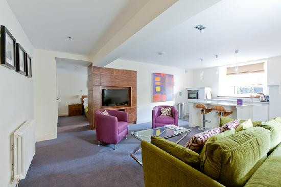 Merchiston Residence: General view of spacious 1 bed lower ground floor apartment