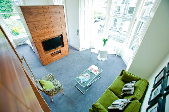 Merchiston Residence: View looking down into apartment from second elevated bed