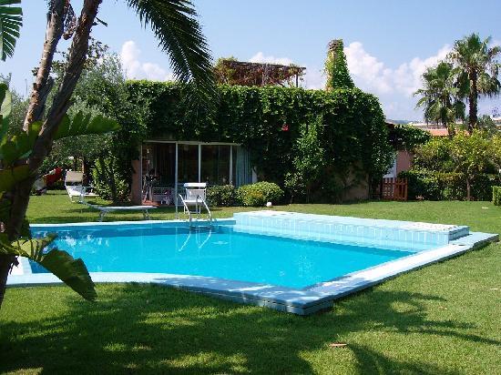 Entrata del residence foto di portorosa residence - Casa vacanze con piscina privata ...