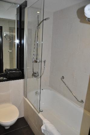 โรงแรมมาริออทท์ มิวนิก: Shower