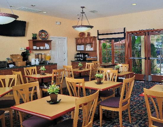 Old Town Inn: Complimentary Continental Breakfast