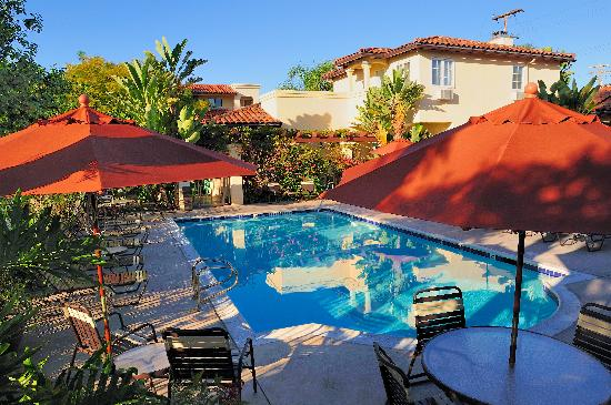 Old Town Inn: Heated Outdoor Pool with BBQ Area