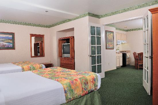 Old Town Inn: Family Suite with Kitchenette