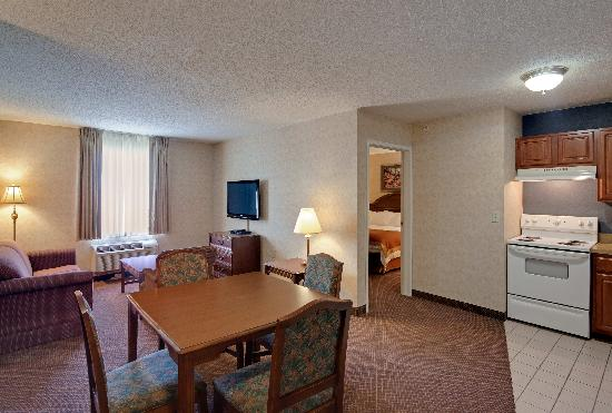 Hawthorn Suites by Wyndham Cincinnati: Suite
