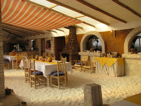 Hotel de Sal Luna Salada: The dining area