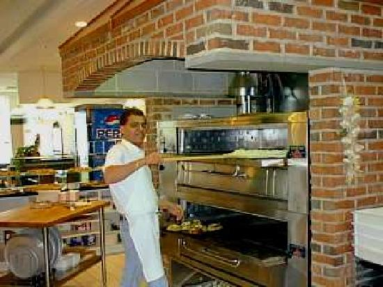 Alfredo's Pizza & Pasta House: Making Pizzas!