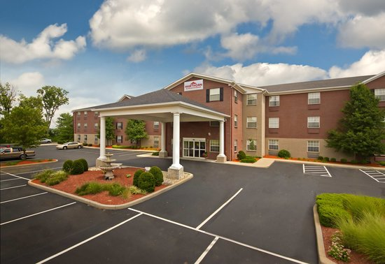 Hawthorn Suites by Wyndham Cincinnati: Main Entrance