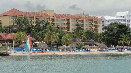 Jewel Dunn's River Beach Resort & Spa, Ocho Rios,Curio Collection by Hilton: Resort view while out snorkling