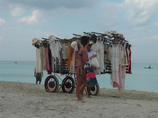 Varadero Beach: Shopping on the beach