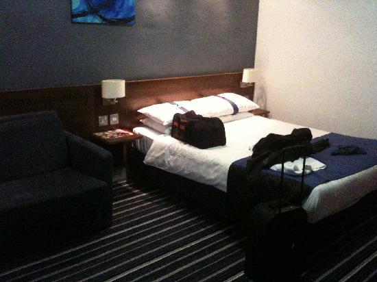 โรงแรมพีรีส์: Habitacion de matrimonio con sofa cama
