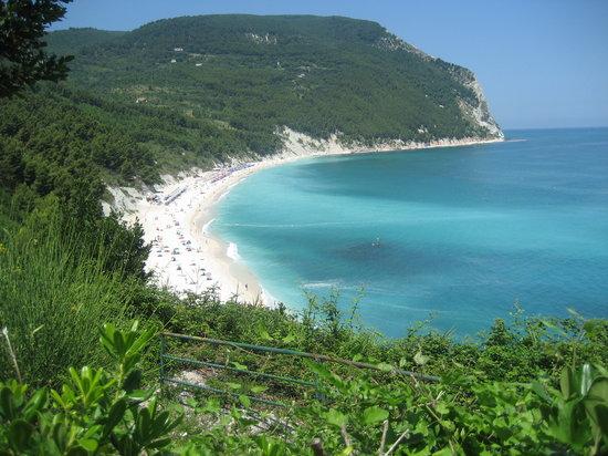 Sirolo, Itália: Blick zum Strand