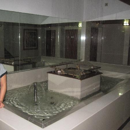 Lotus A Pondy Hotel: small hotel corridor..