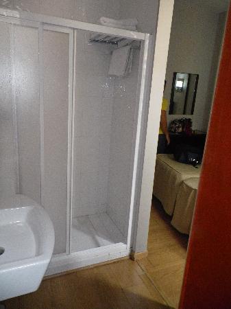 Hotel Dona Lola: Desde dentro del baño