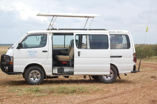 Kikuyu Lodge Hotel & Safaris : Our safari van! Could stand and get a great view of the animals out the roof.