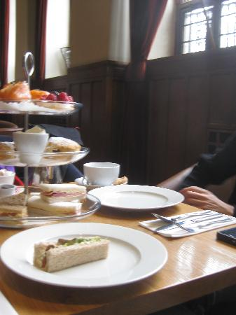 The Clarence: our afternoon tea