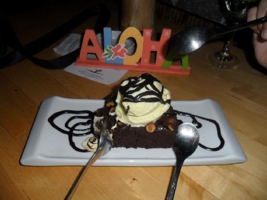 Aloha Surf Cafe Cabarete: Yummy chocolate brownie with icecream