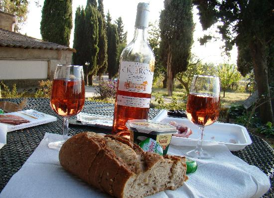 Ecuries de Sainte-Croix : our lunch in the garden