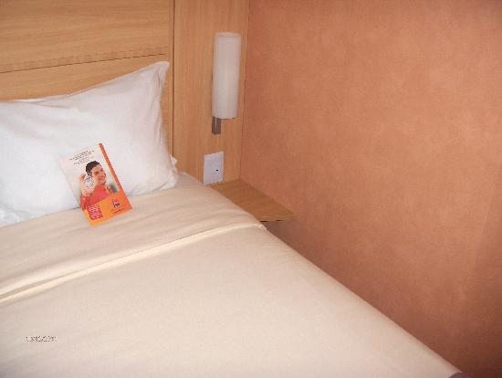 Ibis Larco Miraflores: Queen sized bed.