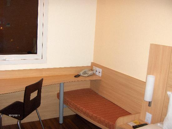 Ibis Larco Miraflores: Sitting area.