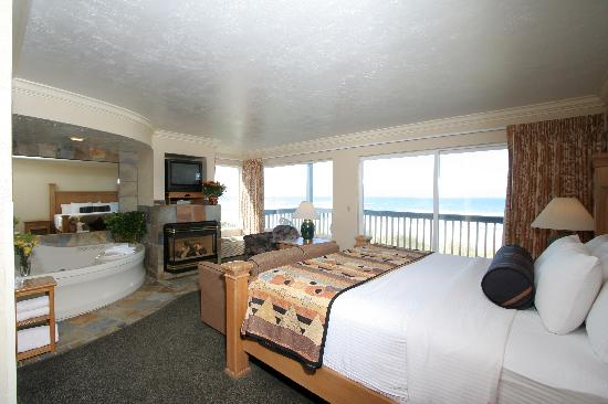 Best Western Plus Lincoln Sands Oceanfront Suites: Fireplace Jacuzzi Suite