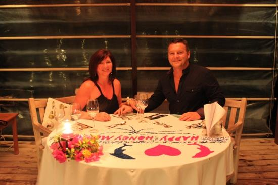 คุรามาธิ ไอแลนด์ รีสอร์ท: the perfect honeymoon meal at the end of the pier