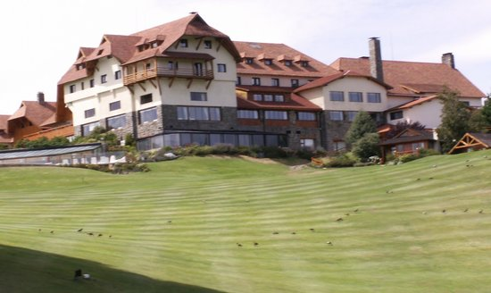 Llao Llao Hotel and Resort, Golf-Spa: vista externa del hotel