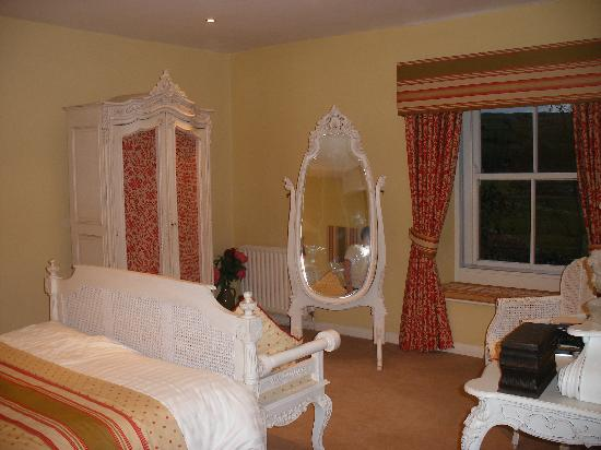 Tennant Arms Hotel: lovely, simple decor