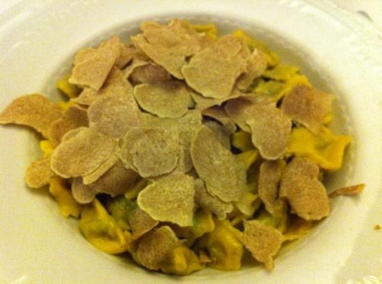 Серралунга-д'Альба, Италия: Agnolotti dal plin con tartufo bianco