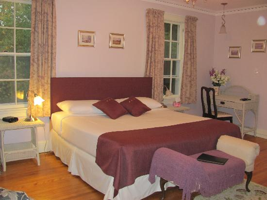 The Kingswood B&B: Great room!