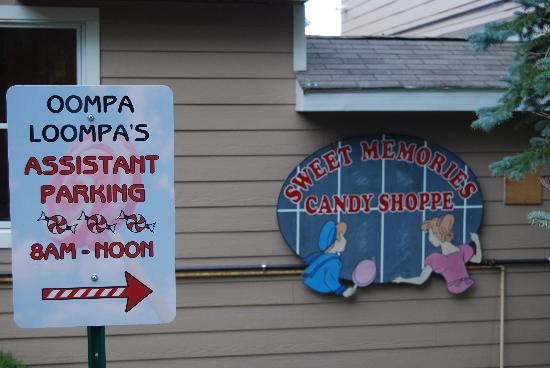 Sweet Memories Candy Shoppe: Parking Area