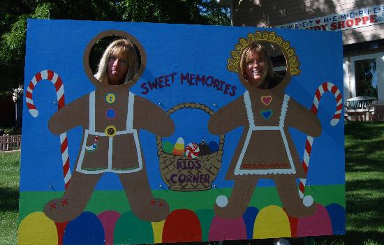 Sweet Memories Candy Shoppe: Gingerbread Sisters