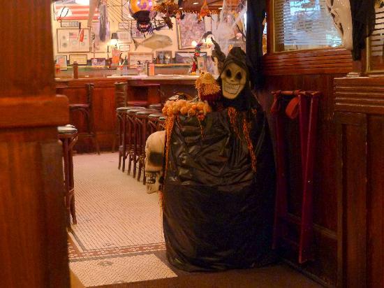 dan ryans chicago grill halloween decorations