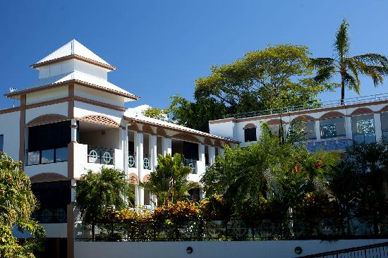 Regal Port Douglas: Regal Outside