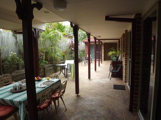 Ruskin House: courtyard