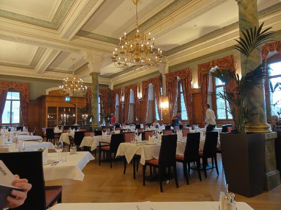 Hotel Pilatus-Kulm: Dining room at the hotel
